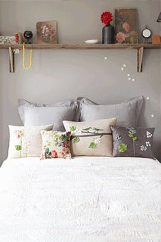 Fun Pillows w/ Neutral color scheme. ?Relaxing colors for living room? Neutral w/ bits of lotsa colors.