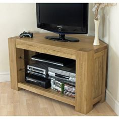 The Kuba Solid Oak Corner TV Unit is great for any size of TV, where you need plenty of Space. Chunky Solid Oak look, with a modern charm. Oak Corner Tv Unit, Corner Tv Cabinets, Coin Tv, Oak Tv Cabinet, Armoire Tv, Large Tv, Solid Oak, Living Room Furniture, The Unit