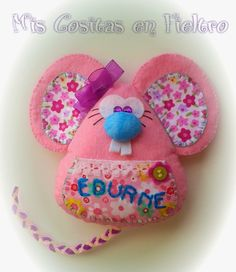 Mis cositas en fieltro. Ratoncito perez / Guarda dientes Felt Crafts, Fabric Crafts, Sewing Crafts, Diy And Crafts, Crafts For Kids, Tooth Mouse, Felt Christmas, Christmas Ornaments, Felt Bookmark