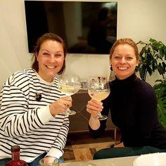 Gin time! #gin #whitleyneill #friends #reunion #legends #girljustwannahavefun White Wine, Gin, Wine Glass, Alcoholic Drinks, Legends, Instagram Posts, Tutorials, Tips, White Wines