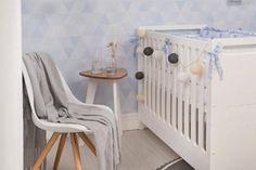 Você já pensou em ter um berço para acompanhar os primeiros anos do seu bebê que, depois, se transforma em uma cama infantil para a sua criança? Esta é a proposta do Berço e Cama Infantil Pinguinho! Funcionando como a peça perfeita para o quarto de bebê, esse berço em MDF possui quatro níveis de regulagem de altura do colchão. Isso faz com que esse berço para bebê garanta todo o conforto que seu filho ou sua filha precisa!