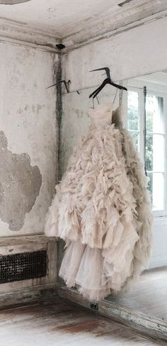 stunning blush gown from Monique Lhuillier ..