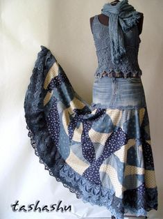 "Create a ""crooked"" patchwork canvas and sew a ""boho"" skirt from old jeans Diy Clothing, Sewing Clothes, Clothing Patterns, Bag Patterns, Denim Ideas, Denim Crafts, Recycled Denim, Denim Outfit, Denim Purse"