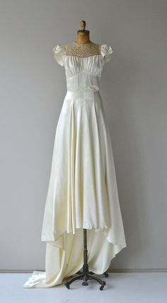 Aubade wedding gown wedding dress * vintage wedding d Vintage Dresses, Vintage Outfits, Vintage Fashion, Wedding Dress Trends, Wedding Gowns, Corsage, 1930s Wedding, Types Of Gowns, Bridal Skirts