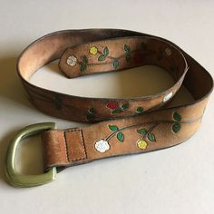 Vtg Hippie Boho Leather belt with Flowers and Adjustable Brass Buckle