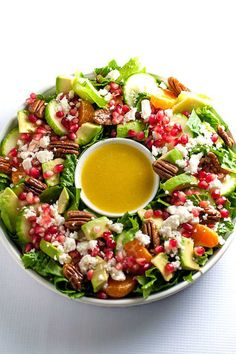 Make this Pomegranate Mandarin Salad with Avocado and Feta as a holiday wreath! Top this orange and romaine Christmas salad with pecans, avocado and feta. Winter Salad Recipes, Holiday Recipes, Christmas Salad Recipes, Feta, Mandarin Salad, Avocado Salat, Lunch Menu, Soup And Salad, Healthy Eating