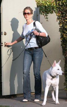 Jennifer Aniston Dog Movie | Jennifer Aniston and her dog.