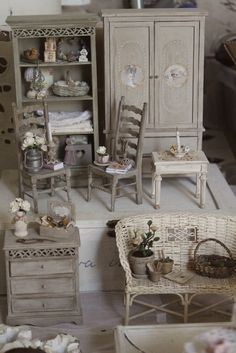 Miniature furnituhttp://pinterest.com/search/?q=miniature%20furniturere and accessories