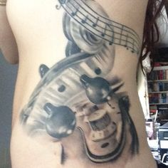OUCH! But very nice tattoo. Photo by stephiemca. For more guitar news, visit www.guitarjar.co.uk
