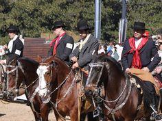 Concurso de emprendados, caballos criollos con pilchas y aperos históricos Palermo 2009.: Toda la elegancia de las pilchas tradicionales históricas en los jinetes y caballos.