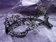 Evlynpartage: Lace masquerade mask tutorial (using hot glue!)