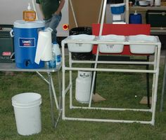 This storage idea would be great for camping if you wanted to wash dishes easily. How to translate to wood and metal?