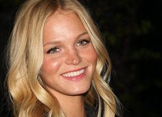 With the help of the Global Poverty Project and Women Deliver, #Victoria'sSecret #model Erin Heatherton has started a new   #familyplanning initiative called It Takes Two.