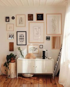 New Ideas For Wall Gallery Ideas Living Spaces Couch Wall Decor Design, Diy Wall Decor, Diy Home Decor, Office Wall Decor, Vintage Home Decor, Chair Design, Living Room Theaters, Diy Casa, Aesthetic Room Decor