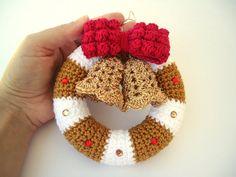 Christmas wreath in crochet Door hanger decoration by NikitasStore #christmas #wreath #doorhanger #crochet #homedecor #bell #santaclaus