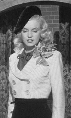 "Afbeeldingsresultaat voor Marilyn Monroe on the set of ""Ladies of The Chorus"" Joven Marilyn Monroe, Young Marilyn Monroe, Norma Jean Marilyn Monroe, Marilyn Monroe Photos, Mary Monroe, Old Hollywood Glamour, Vintage Glamour, Classic Hollywood, Joe Dimaggio"