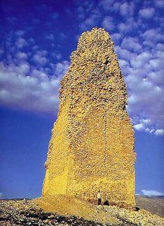 Sasanian, Firuzabad tower / Ardashir fire tower ruin.                                                    http://www.cais-soas.com/CAIS/Images2/Sasanian/Gur_Firuzabad/Firuzabad_Tower.jpg