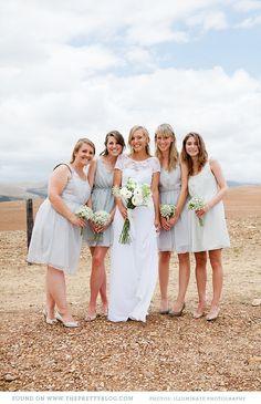 Neutral bridesmaids' dresses | Photography: Illuminate Photography