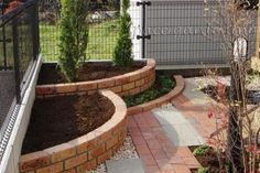 Patio garden vegetable small spaces Ideas projects projects for kids projects for schools projects for toddlers projects nt projects uk projects using pvc pipe projects with bricks projects with wine bottles projects with wood Front Yard Landscaping, Backyard Patio, Landscaping Tips, Backyard Ideas, Brick Garden, Easy Garden, Small Gardens, Garden Projects, Garden Ideas