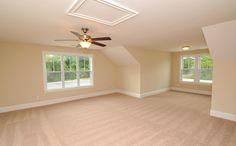 Large bonus room on 2nd floor