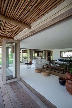 PIN ➕ INSTA: ✔️ For the ultimate exotic inspiration, take a tour of this dream holiday home in Brazil. Entire walls that open up to the outdoors, white walls, and wood accents make this house truly inspirational. Style At Home, Bisque Interiors, House Interiors, Beach House Decor, Home Decor, Beach Houses, Home Fashion, Interior And Exterior, Interior Design