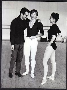 Rudolf Nureyev e Margot Fonteyn Margot Fonteyn, Male Ballet Dancers, Ballerina Dancing, Shall We Dance, Lets Dance, Ralph Fiennes, Rudolf Nurejew, Ballet Posters, Dance Magazine