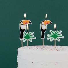 SHOP our birthday party supplies by MY LITTLE DAY with NEXT DAY DELIVERY. Super stylish fun toucan candles, designed by My Little Day. These candles are perfect for decorating a tropical-themed birthday, a summer BBQ or a garden party! Great addition to your baking cupboard ! Size: 8cm. Contains 6 candles.
