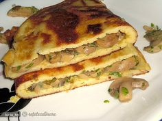 Placinte Rusesti cu Umplutura din Ciuperci Romanian Food, Romanian Recipes, Pastry Cake, Spanakopita, Soul Food, Food To Make, Sandwiches, Pizza, Ale
