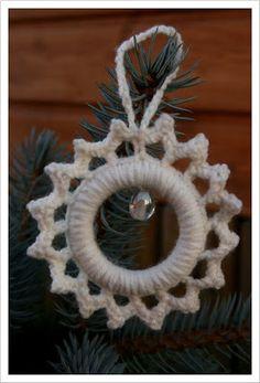 Mit Nadel und Faden: Weihnachtsbaum 2010 (1) Crochet Home Decor, Crochet Crafts, Crochet Projects, Diy Projects, Christmas Goodies, Christmas 2017, Christmas Crafts, Diy Crochet Flowers, Diy Flowers