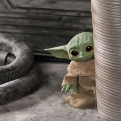 Ever since Disney+ launched, people have been raving about Baby Yoda. Star Wars fans call him Baby Yoda, but he is actually called The Chi Star Wars Fan Art, Star Trek, Star Wars Disney, Disney Stars, Star Wars Baby, Yoda Images, Figurine Pop, Disney Plus, Star Wars Collection