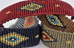 A BEAUTIFUL CUFF EYE, WITH A STUNNING COMBINATION OF COLOURS AND A SILVER 925 CLASP PLATED IN GOLD. Loom Bracelet Patterns, Bead Loom Bracelets, Macrame Patterns, Macrame Bracelets, Handmade Bracelets, Bracelets For Men, Macrame Dress, Macrame Art, Macrame Knots