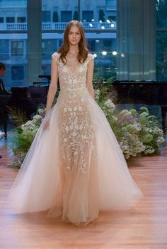 The new Monique Lhuillier wedding dresses have arrived! Take a look at what the latest Monique Lhuillier collection has in store for engaged brides. How To Dress For A Wedding, Wedding Dress Trends, Fall Wedding Dresses, Princess Wedding Dresses, Wedding Gowns, Lace Wedding, Dream Wedding, Monique Lhuillier Bridal, Bridal Fashion Week