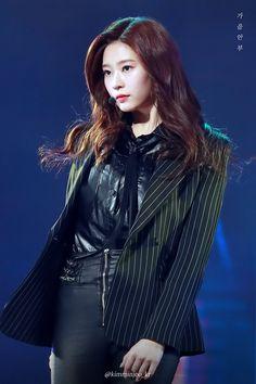 [190106 #골든디스크]오늘 너무 멋졌어 민주야 #김민주 #キムミンジュ #KIMMINJOO#IZONE #아이즈원 #アイズワン #GDApic.twitter.com/lKk7pSaJ4v Girls Dress Pic, Girls Dresses, Korean Girl, Asian Girl, Korean Idols, Korean Dramas, Yuri, Kpop Outfits, Fashion Outfits