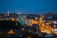 QuandJean-marie Vandermueren a des insomnie cela nous donne une belle série de photo de Charleroi de nuit dont voici une selection. Si vous souhaitez en voir plus c'est par ici. 2022, année d'ouverture du nouveau GHDC!