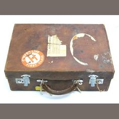CUNINGHAME HUNTING AND MILITARY EQUIPMENT A pigskin case, 40 x 28 x 13cm, containing: Estimate: £300 - 600 US$ 480 - 960 €370 - 740