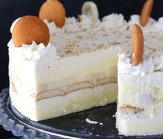 This Banana Pudding Icebox Cake is the perfect no-bake dessert for summer. It's a thicker, more fancy-looking version of banana pudding and it's absolutely delicious! Frozen Desserts, Summer Desserts, No Bake Desserts, Just Desserts, Delicious Desserts, Dessert Recipes, Frozen Pies, No Bake Banana Pudding, Best Cake Recipes