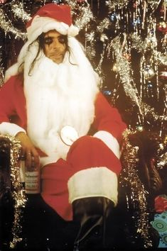 Alice Cooper in Santa Claus Outfit In 1970 Alice Cooper, Christmas Music, Christmas Humor, Vintage Christmas, Xmas, Dark Christmas, Merry Christmas, Christmas Specials, Christmas Cards