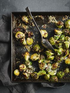 Mint Recipes, Sprout Recipes, Vegetable Recipes, Fall Recipes, Dinner Recipes, Dinner Ideas, Jamie Oliver Brussel Sprouts, Brussels Sprouts, Parmesan