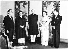 1957 :: Japan Emperor Hirohito, Empress Nagako and Prince Akihito with PM Jawaharlal Nehru at Imperial Palace,Tokyo pic.twitter.com/ZjGkKmWUDE