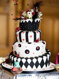 Alice in Wonderland Wedding Cake! I love this cake!!!!!
