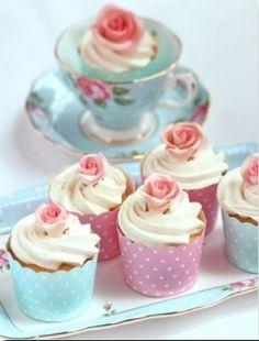 So dreamy! Cupcakes in a tea cup!
