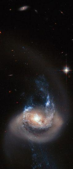 NGC 7714 es una galaxia espiral en la constelación de Piscis. Fue descubierto por John Herschel el 18 de septiembre 183