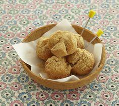 お餅のように砂糖と混ぜたきな粉をたっぷりかけた、きな粉ドーナツです。/今月はこれ使お!(「はんど&はあと」2013年2月号)