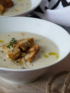 Kouzlo mého domova: Krémová květáková polévka s tymiánovo-česnekovými ... Mashed Potatoes, Soup, Eggs, Baking, Breakfast, Ethnic Recipes, Whipped Potatoes, Morning Coffee, Smash Potatoes