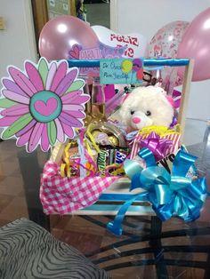 Desayunos Sorpresa Económicos - Desayunos y Sorpresas Bogotá - Desayunos para toda ocasión, Cumpleaños, Graduaciones, Regalos Sorpresas. ideal para #novi@ #madre #padre entre otros!! aprovecha nuestras promociones en la página y promociones por fidelidad!!! Desayunos y Sorpresas VIP!!!  Regalos Sorpresa !!! #Sorpresas #ballons #globos #cumpleaños #regalos #desayunosorpresa Candy Bouquet, Mom Day, Meraki, Gift Baskets, Diy Gifts, Hampers, Crafts, Kids Birthday Gifts, Creative Gift Baskets