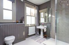 Gray and teal bathroom ideas blue tile grey walls blue gray bathroom walls blue and gray bathroom wall decor Gray Bathroom Walls, Small Bathroom Paint, Wainscoting Bathroom, Simple Bathroom, White Bathroom, Grey Walls, Gray Bathrooms, Relaxing Bathroom, Bathroom Beach
