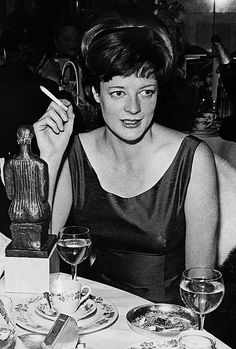 """""""Maggie Smith, photographed at the Evening Standard Awards """" English Actresses, British Actresses, British Actors, Actors & Actresses, Maggie Smith Young, Companion Of Honour, Cinema Theatre, Theater, Judi Dench"""