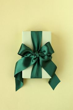 How to Tie the Perfect Bow - minted.com/julep