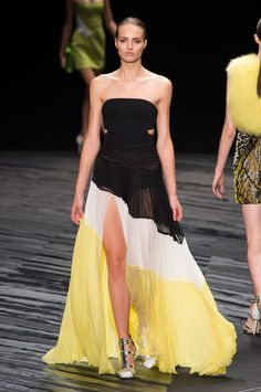 NY FW S/S 2015 J. Mendel. See all fashion show at: http://www.bookmoda.com/?p=29274 #spring #summer #ss #fashionweek #catwalk #fashionshow #womansfashion #woman #fashion #style #look #collection #NY #jmendel @jmendel
