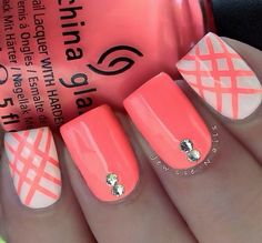 Coral nails! Beautiful